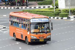 74 MCOT PCL - Voiture d'autobus de KhlongTeoy Images libres de droits