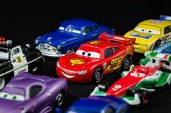 McQueen sur le fond noir avec ses amis images stock
