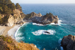 Mcway Fälle - Pazifikküstedatenbahn Stockfotos