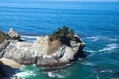 McWay nedgångar, hav av stenar Royaltyfri Bild