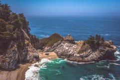 McWay spadki, Duży Sura, Kalifornia, usa Zdjęcia Stock