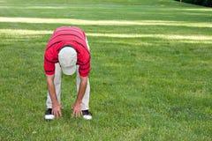 mężczyzna golfowy rozciąganie Zdjęcie Stock