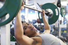 Mężczyzna gym trening Fotografia Royalty Free
