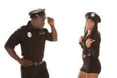 Mężczyzna i kobiety policjant on spojrzenie przy ona Zdjęcie Stock