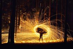 Mężczyzna i ogienia okrąg Zdjęcie Royalty Free