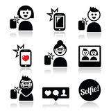 Mężczyzna, kobieta bierze selfie z wiszącą ozdobą lub telefon komórkowy ikony ustawiać Obraz Royalty Free