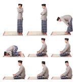 Mężczyzna muzułmańska robi modlitwa Obrazy Royalty Free