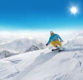 Mężczyzna narciarki biegać zjazdowy Obraz Stock