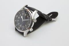 Mężczyzna nurka luksusowy zegarek z syntetyczną patką odizolowywającą na bielu Fotografia Royalty Free