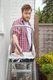 Mężczyzna obrazu domu ściana z muśnięciem DIY domowy ulepszenie Obrazy Royalty Free