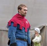 Mężczyzna w średniowiecznym kostiumu, dziejowy festiwal Obrazy Royalty Free