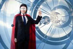 Mężczyzna z czerwieni pokrywą w super bohatera pojęciu Zdjęcie Royalty Free