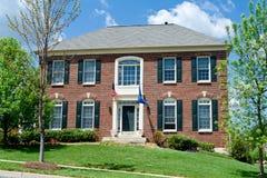 md enkla förorts- USA för hus för tegelstenfamiljutgångspunkt Fotografering för Bildbyråer