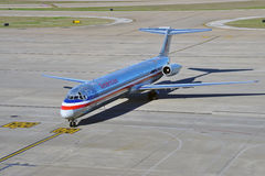 MD80 samolot od American Airlines (AA) Obrazy Royalty Free