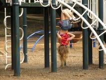 Mädchen auf dem Spielplatz Stockfotos