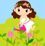 Mädchen, das eine Anlage von der Bewässerungsdose wässert Lizenzfreies Stockbild