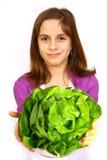 Mädchen, das einen Salat isst Stockfoto