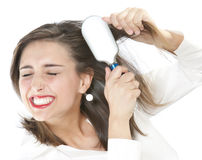 Mädchen, das ihr Haar auftragen Lizenzfreies Stockfoto
