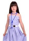 Mädchen, das Kleid ihr Mutter trägt, das zu groß ist Lizenzfreies Stockbild