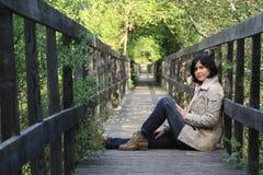 Mädchen, das Natur genießt Lizenzfreie Stockfotografie