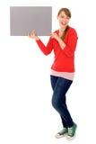Mädchen, das unbelegtes Plakat anhält Stockbild