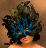 Mädchen in der blauen Karneval-Schablone Lizenzfreies Stockbild