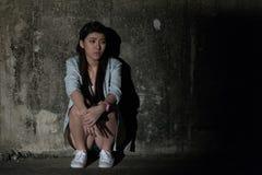 Mädchen in der Krise, Leid, Verzweiflung, Entmutigung, Verzweiflung Stockbilder