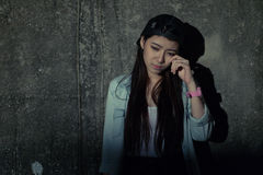 Mädchen in der Krise, Leid, Verzweiflung, Entmutigung, Verzweiflung Lizenzfreie Stockbilder