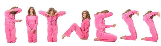Mädchen in der rosafarbenen Sportkleidung stellt Wort EIGNUNG dar Stockfotografie