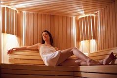 Mädchen in der Sauna Lizenzfreies Stockfoto