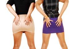 Mädchen, die dort Kolben halten. Stockbild