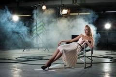 Mädchen in einem Stuhl Stockfotografie