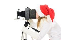 Mädchen in einem Weihnachtskostüm mit alter Kamera Lizenzfreies Stockbild