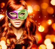Mädchen in einer Karnevalsmaske Stockbild