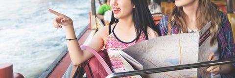 Mädchen-Freundschafts-Treffpunkt-reisendes Feiertags-Karten-Konzept Stockbilder