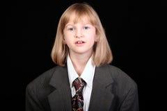 Mädchen im Anzug des Vatis Stockfotografie