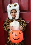 Mädchen im Halloween-Kostüm Lizenzfreies Stockfoto