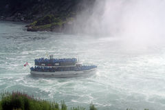 Mädchen im Nebel, Niagara Falls Stockfotos