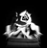 Mädchen-Kissen-Kämpfen Stockfoto