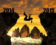 Mädchen klettert in das neue Jahr 2015 Stockbild