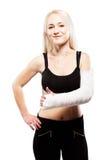Mädchen mit einem gebrochenen Arm, der wie Geste macht Lizenzfreies Stockbild