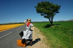 Mädchen mit einem Koffer Lizenzfreies Stockbild