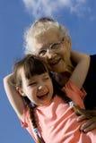 Mädchen mit Großmutter Stockfotos