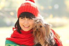 Mädchen mit Hund Stockfoto