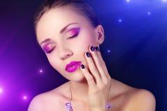 Mädchen mit schönem Make-up Stockbilder