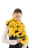 Mädchen mit Sonnenblumensamen Stockfotos