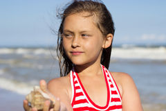 Mädchen und das Meer Stockbild