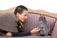 Mädchen und Katze Stockbilder