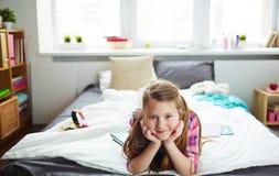 Mädchen zu Hause Stockfotografie