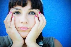 Mädchenaufwartung Lizenzfreies Stockfoto